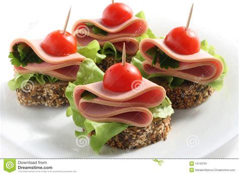 rachat de canapé canape mit gekochter wurst stockbild bild tomate