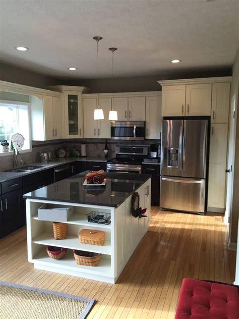 centered island   standard  kitchen  kitchen