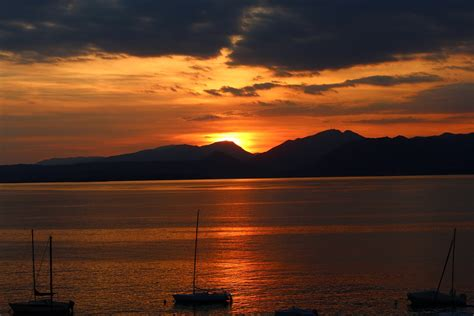 garda sunset mountains  photo  pixabay