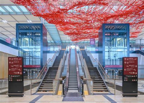 airBaltic lidos uz jauno Berlīnes lidostu, kuras atklāšana ...