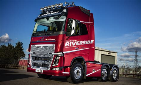 volvo new truck 2016 hanbury riverside celebrates 1 000th new volvo with unique