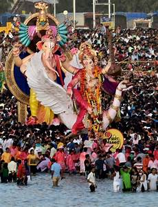 People Carry Ganesh Idol For Immersion At Girgoan Chawpaty ...