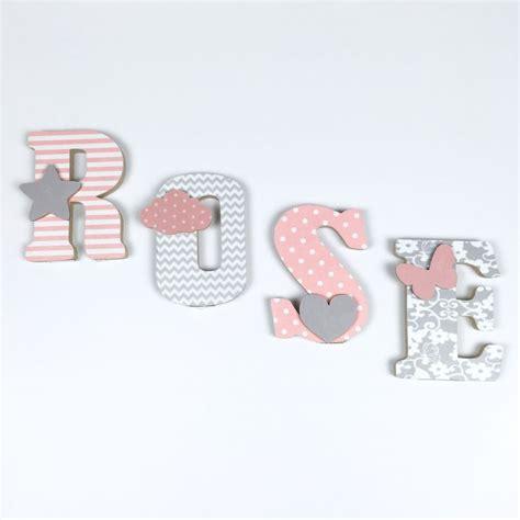 lettre prenom chambre bebe 17 meilleures idées à propos de lettres en tissu sur
