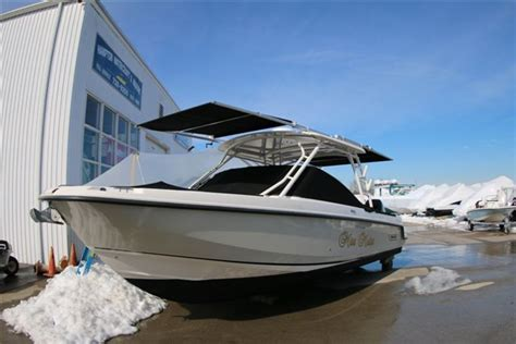 Boat R Upgrade by Robalo Boats R305 Gets Shade Upgrade With Aftermarket