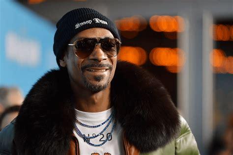 20 октября 1971), более известный как снуп догг (англ. Snoop Dogg Net Worth, Age, Height, Weight, Awards, And Achievement