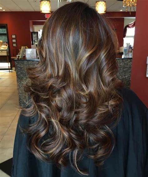 strähnchen kurze haare dunkelbraune haare balayage haarschnitte beliebt in europa