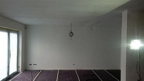 Wand Nach Streichen Fleckig by Malerarbeiten Malervlies Kleben Und Streichen In