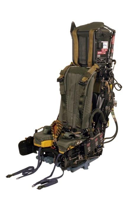 siege ejectable le nouveau siège éjectable de l 39 alphajet a sauvé la vie du