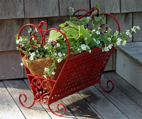 trash to treasure ideas trash to treasure yard art love this old magazine rack painted red and turned into a planter