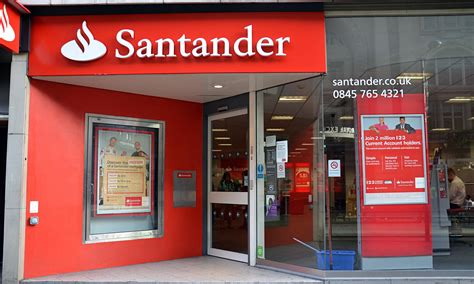 santander fined   poor investment advice money