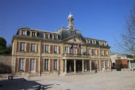 mairie de maisons alfort recrute file mairie de maisons alfort drapeaux en berne jpg wikimedia commons