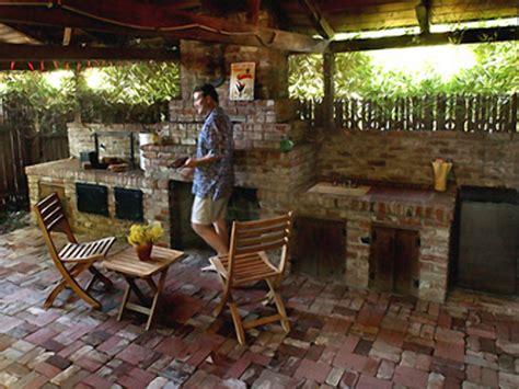 building  outdoor kitchen    outdoor