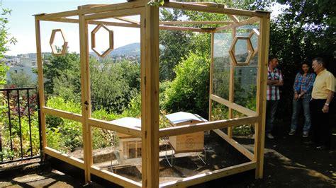 une ruche 224 la maison de la nature de etienne et d autres dans les jardins volpette le