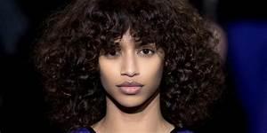 Comment Se Couper Les Cheveux Court Toute Seule : cheveux boucl s entretien et coiffure des cheveux ~ Melissatoandfro.com Idées de Décoration
