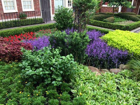 Consejos Para Diseñar Y Decorar Jardines Pequeños Plantas