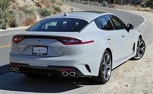 Kia Stinger Gt : first drive a zinger from south of the 38th parallel the 2018 kia stinger gt puts bmw in its ~ Medecine-chirurgie-esthetiques.com Avis de Voitures