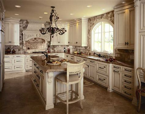 Traditional Kitchens : Luxurious Traditional Kitchen Design