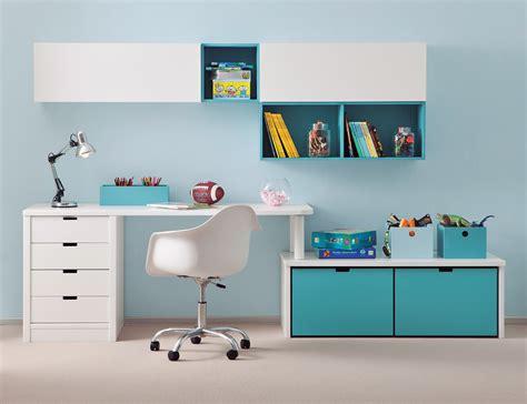 luminaire de chambre bureau enfant avec meuble de rangement et niche déco