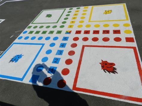 ecole de cuisine de jeux les ados peignent la cour de l 39 école rustiques