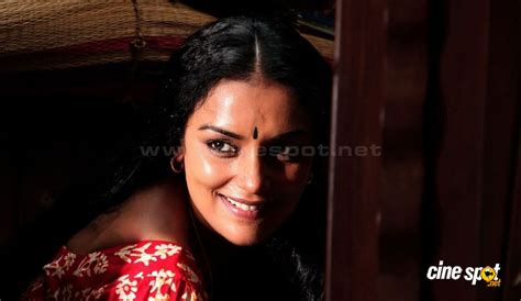 swetha menon in rathinirvedam remake 7