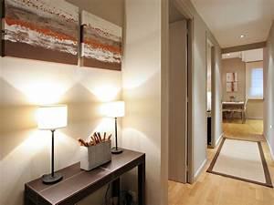 meuble long couloir With quelle couleur de peinture pour un couloir sombre 1 12 idees deco pour styliser un couloir long etroit ou sombre