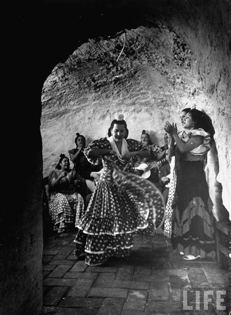 flamenco andalucia dancers cave gypsy spain granada spanish dwelling sacromonte messynessychic dance romani century kessel dmitri community dancer 1800s culture