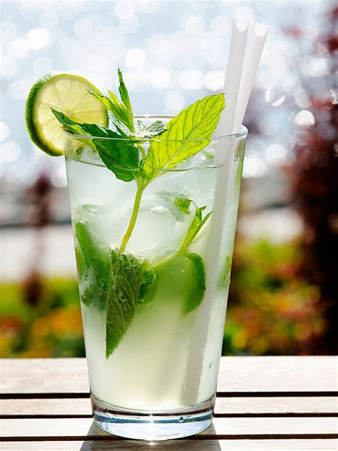 Top Drinks To Order At A Bar - healthy happy hour low calorie cocktails to order at the