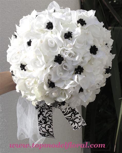 Fashionable Bridal Bouquets In Black And White Unique