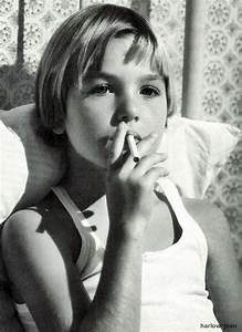 Tatum O'Neal, Smoking in Bed. Young nicotine addict ...