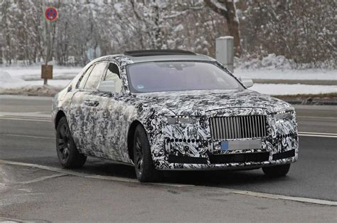 rolls royce ghost  luxury car spotted  close