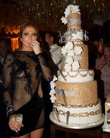 Pumpkin Pie Moonshine Drinks by Jennifer Lopez Had The Most Incredible Gold Birthday Cake