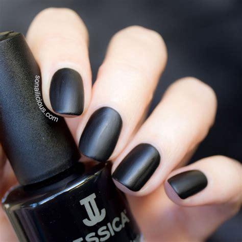 Маникюр в черном цвете . Дизайн ногтей