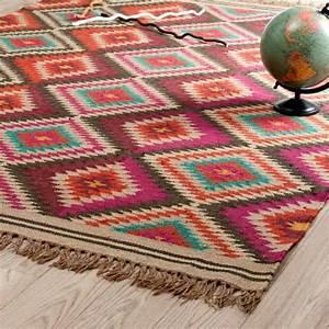creez votre ambiance chaleureuse avec un tapis salon ethno With tapis kilim avec jetés de canapés originaux