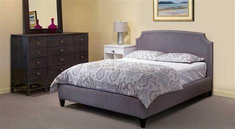circle furniture upholstered  footboard bed