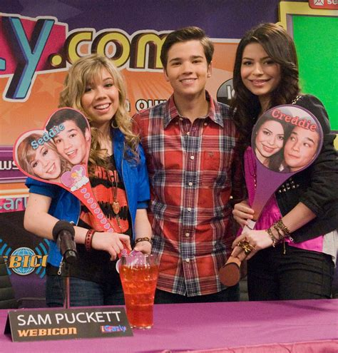 Istart A Fanwar Icarly Wiki Fandom Powered By Wikia