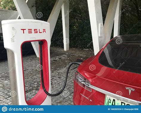 Download Are Tesla Charging Stations Only For Tesla Cars Pictures