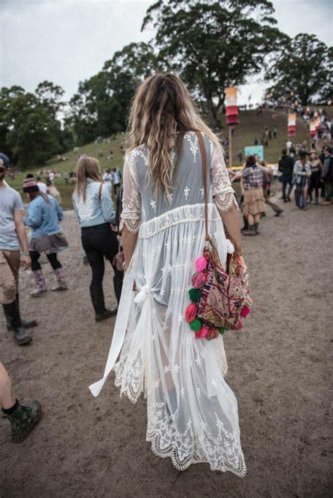 canapé togo 70 idées avec la robe blanche dentelle en tendance