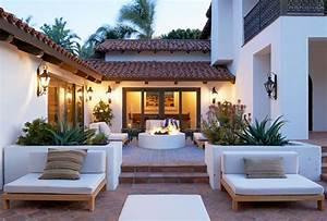 Innenhof Spanischer Häuser : a malibu spanish style home with bold accents habitat patio terrace veranda lanai porch ~ Udekor.club Haus und Dekorationen