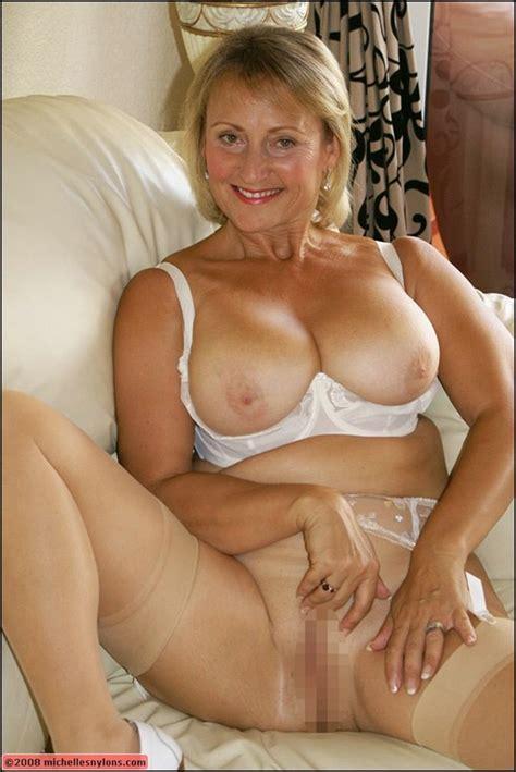 Gorgeous Blonde Milf Gets Nude Mature Xxx Pics