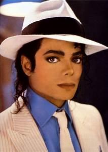 "Michael Jackson ""Smooth Criminal"" Lyrics   online music lyrics  Jackson"