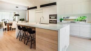 Modern Kitchen in Walnut & MDF Ateliers Jacob Calgary
