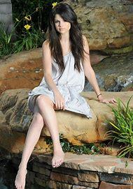 Photo Shoot Selena Gomez Barefoot