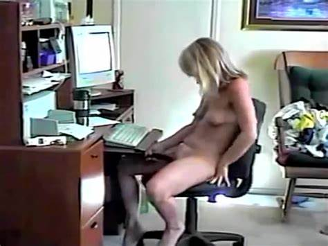 Slim Girlfriend Masturbate In The Living Room