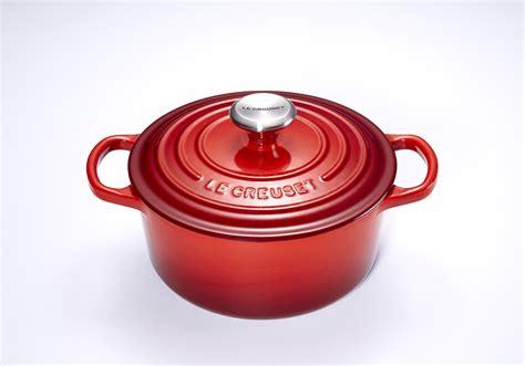ustensiles cuisine pro mini cocotte en fonte ronde 10 cm cerise le creuset signature cocottes en fonte couleur