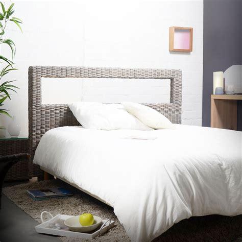 chambre en rotin lit en bois massif pas cher tete de lit bois exotique