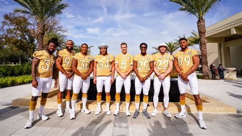 Vikings Pose for the Team Photo at the 2020 NFL Pro Bowl