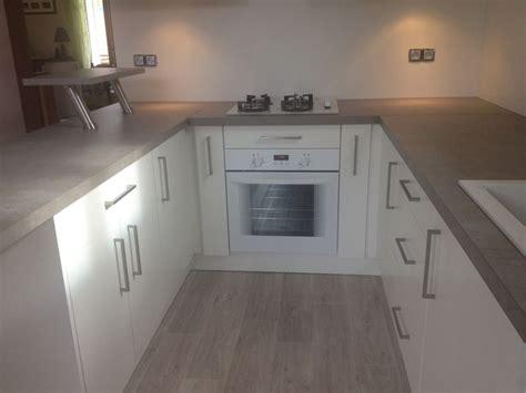 image de placard de cuisine porte et aménagement de placard de cuisine sur mesure