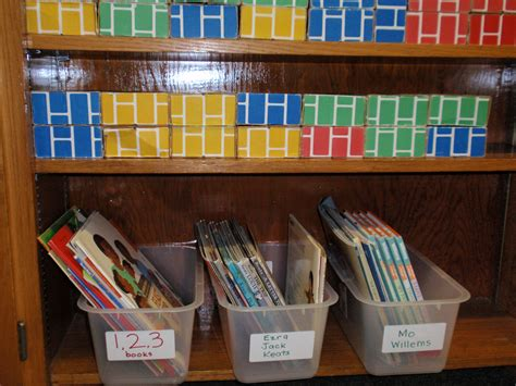 organizing books in a preschool classroom elbows knees 527 | pa300025