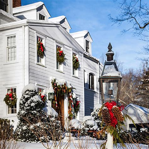 dekoartikel england christmas in a new england clapboard traditional home