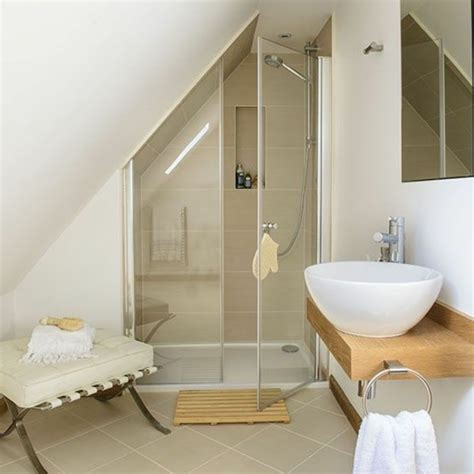 une salle de bain sous pente ou sous combles en 52 photos combles et salle de bains